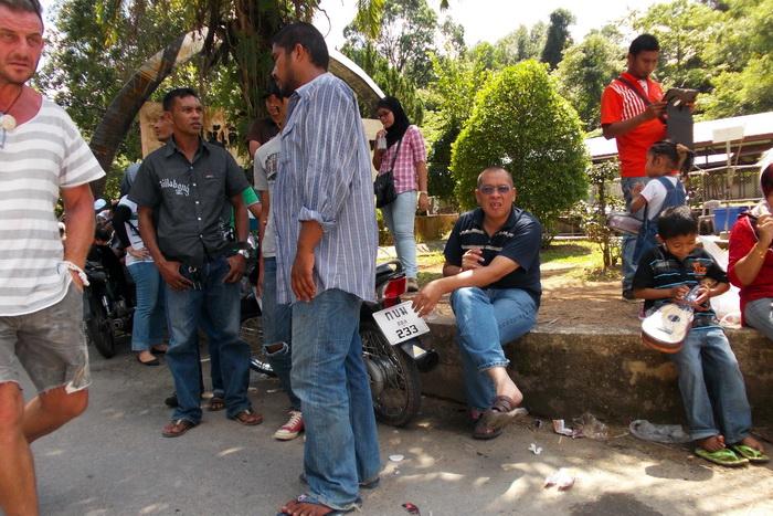 Люди на пограничном пункте Khuandon