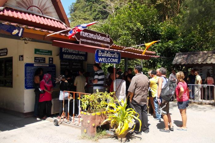 Очередь на тайской границе