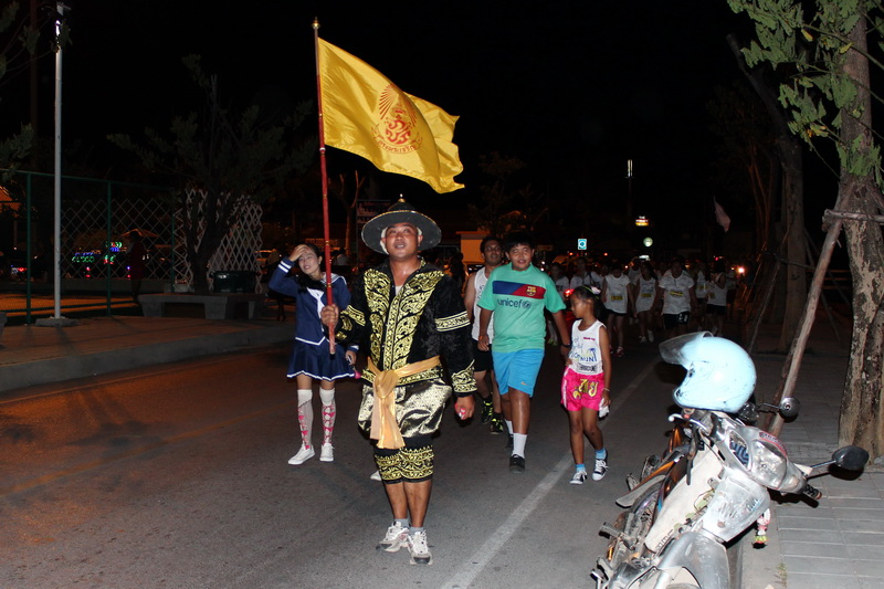 Samui Midnight Run - участники в национальных костюмах