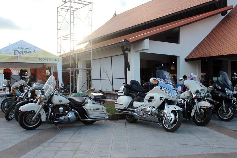 Полицейские харлеи на Samui Bike Week 2013