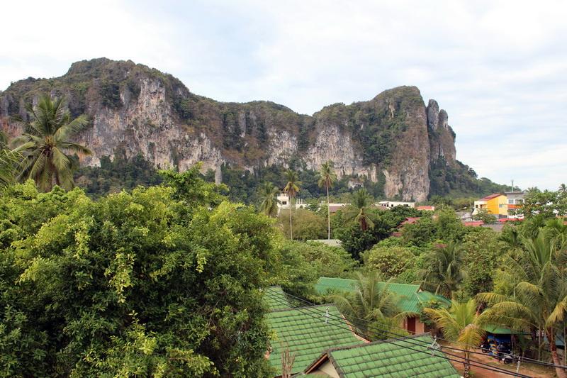 Вид на горы из нашего номера в Ао Нанге