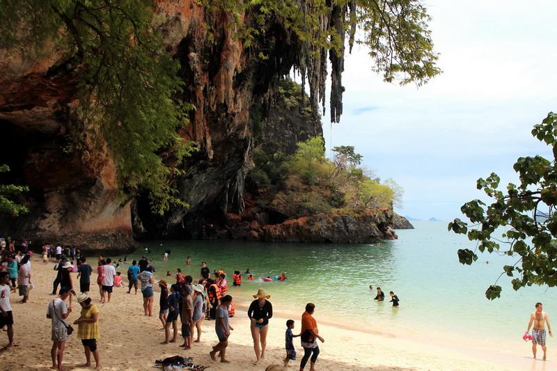 Знаменитый грот на пляже Phra Nang