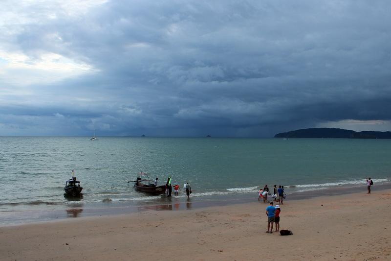 Пляж Ао Нанга перед грозой