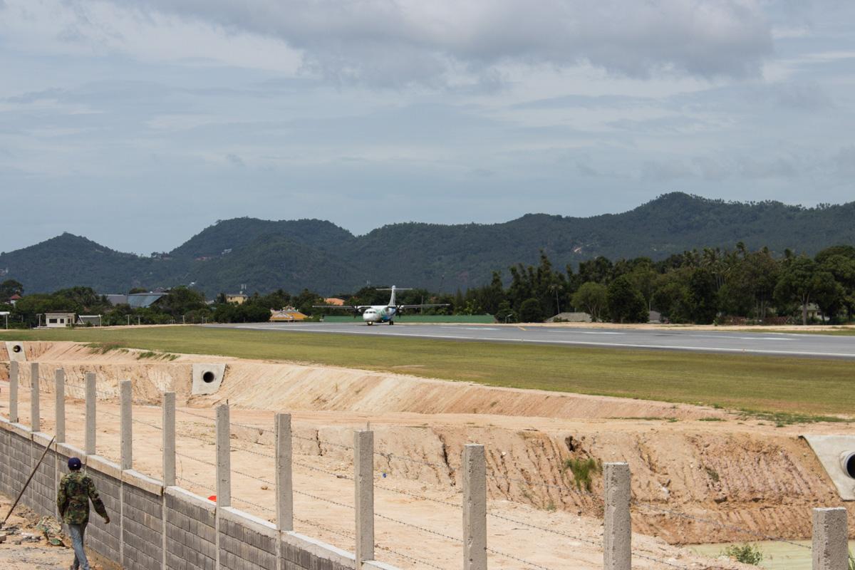 Новый забор рядом с ВПП