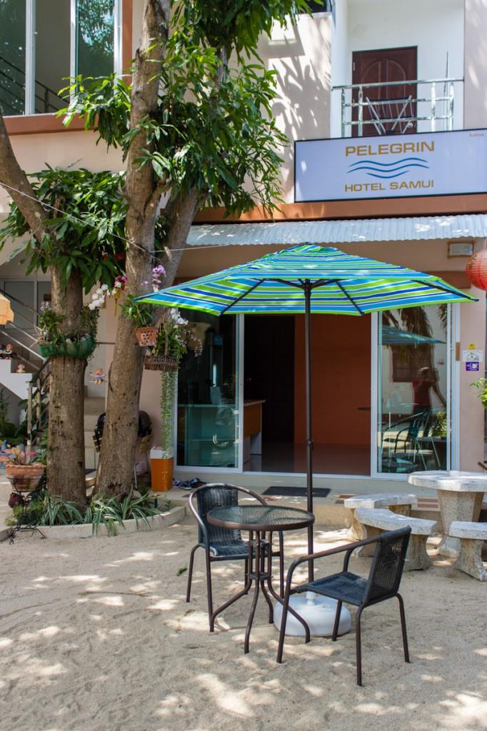 Фасад с зонтиком