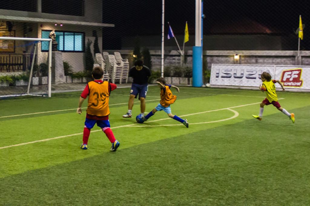 Футбол. Арсений в атаке