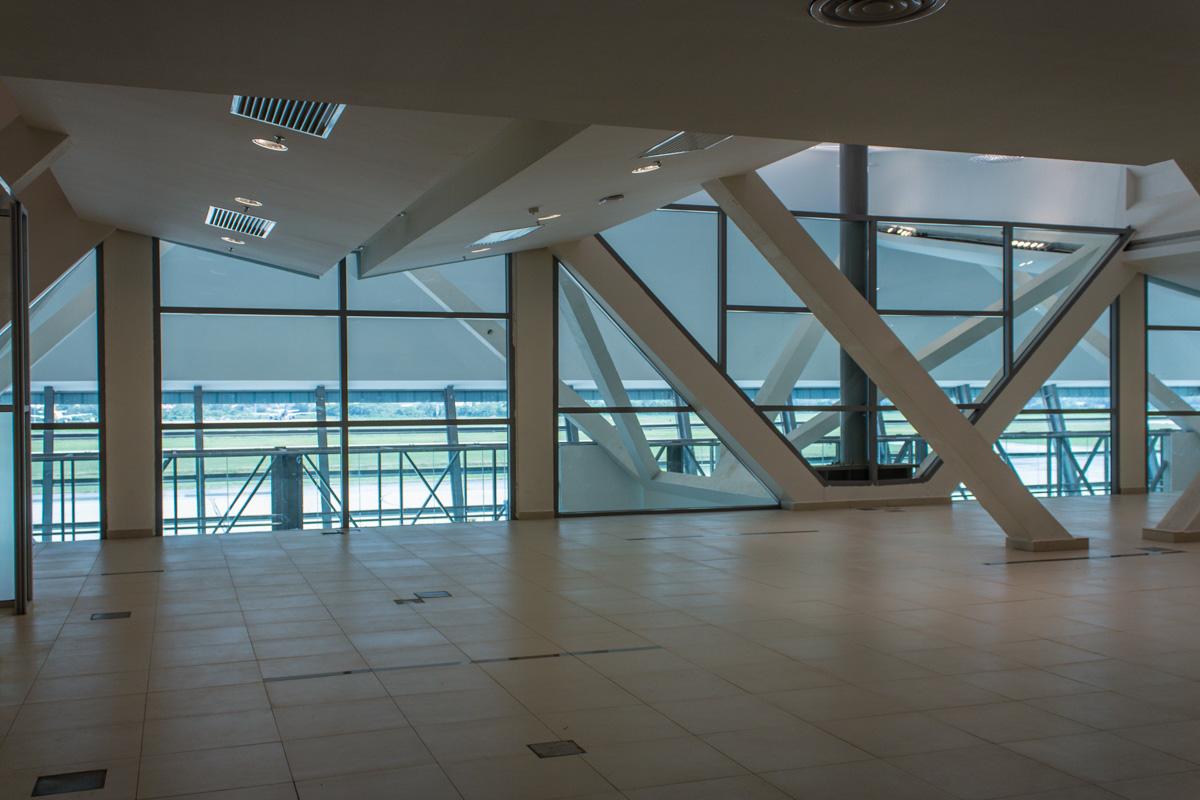 На третьем этаже аэропорта