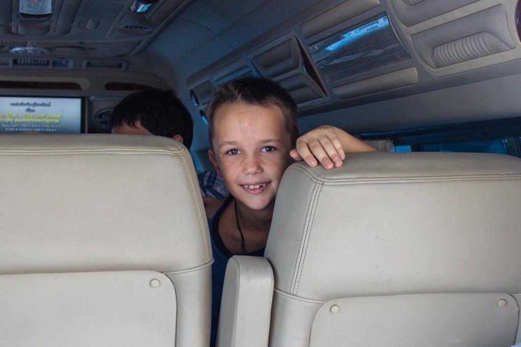 В туровом автобусе