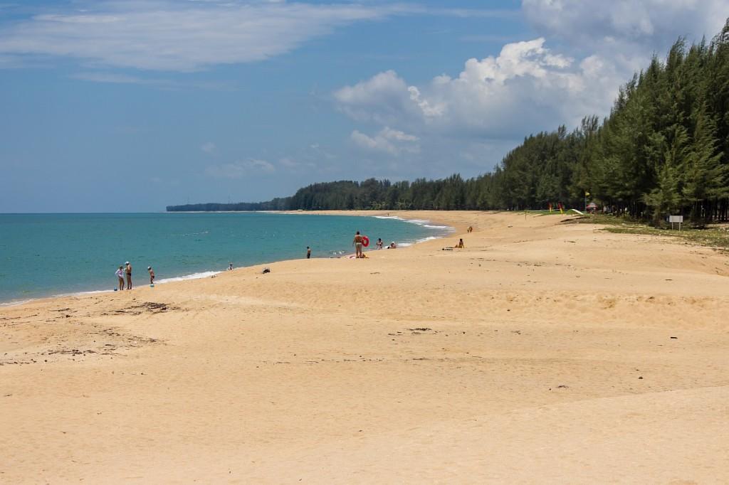 Пляж  Май Кхао на Пхукете