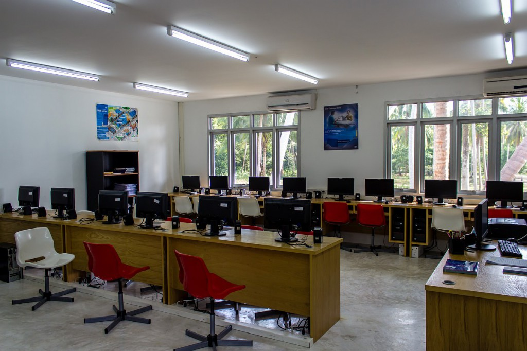 Компьютерный класс в школе на Самуи
