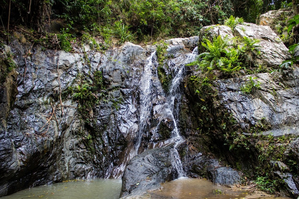 Один из каскадов водопада