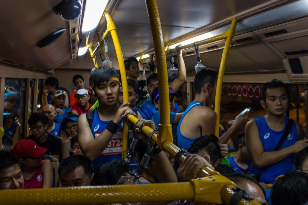 Полный автобус марафонцев
