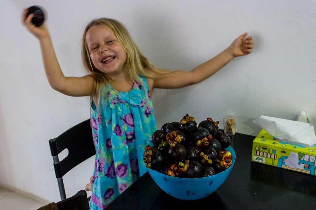 Саша и мангостины