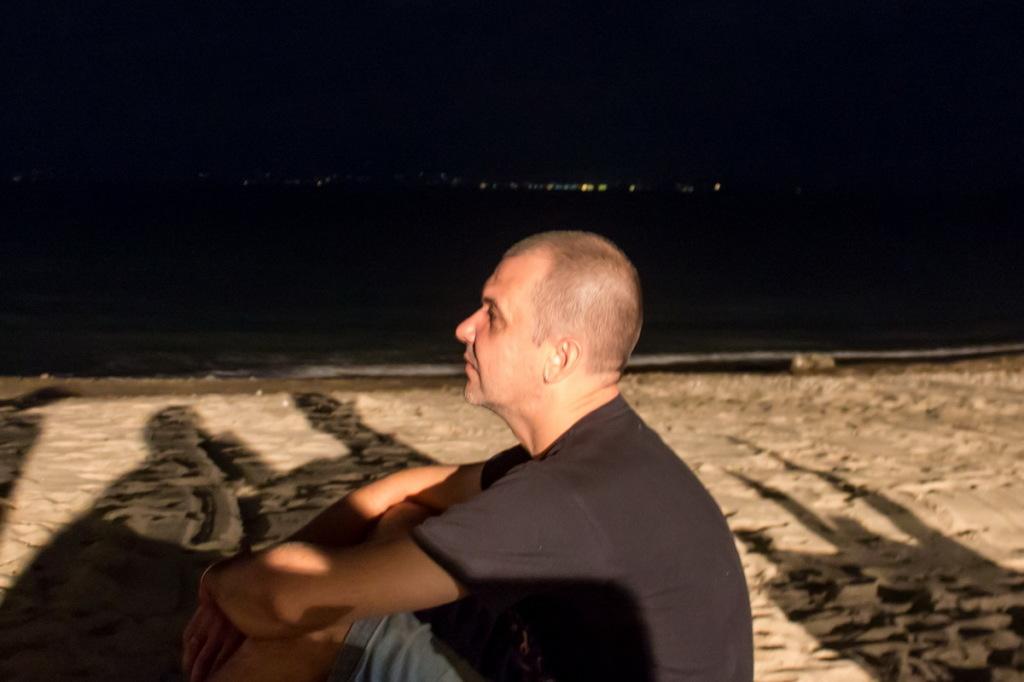 Сижу на пляже и мечтаю