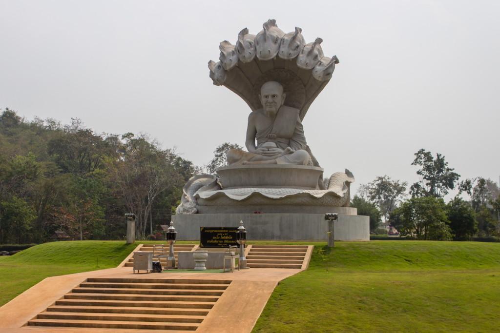 Статуюя монаха