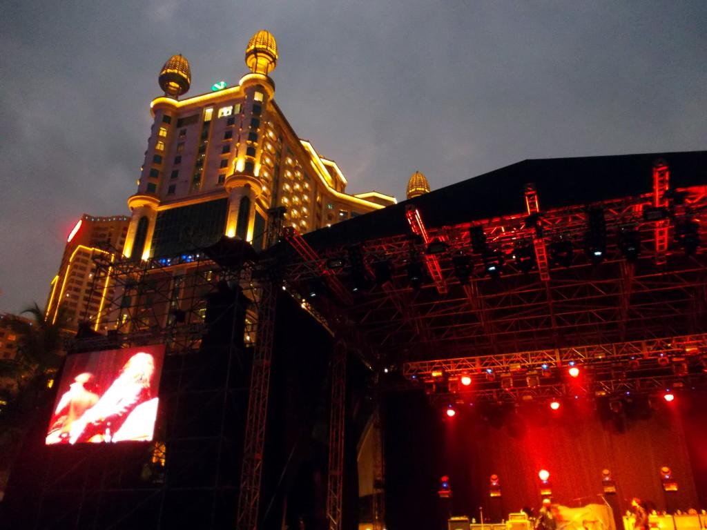 Сцена на шоу Слэша в Куала-Лумпуре
