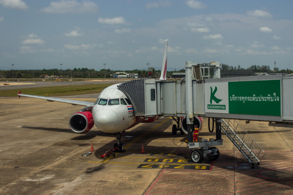 A320 AirAsia в аэропорту Сураттани