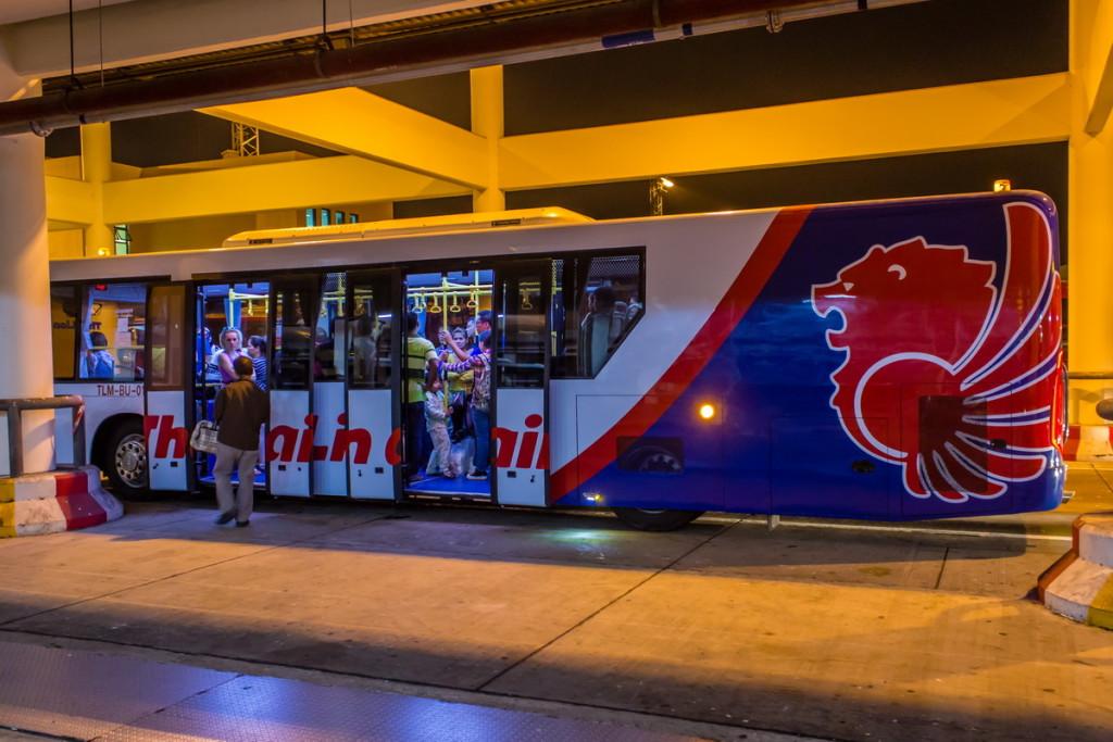 Фирменный автобус ThaiLion