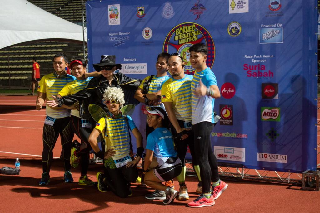 Ряженые на Borneo marathon