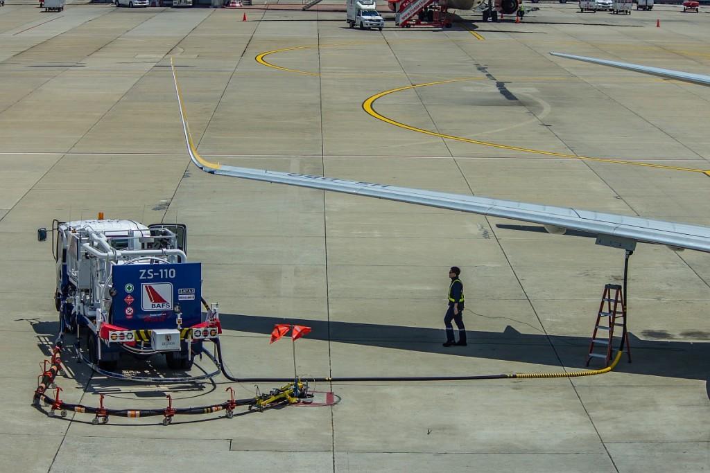 Заправка самолета в аэропорту Бангкока