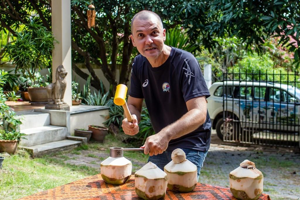 Открывашка для кокоса
